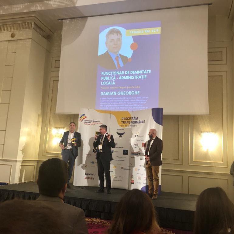 FOTO: Primarul comunei Ciugud, Gheorghe Damian, desemnat funcționarul anului din administrația locală din România