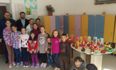 """FOTO: Târg caritabil cu ocazia Sfintelor Sărbători de Paști, la Centrul de zi """"Sfânta Varvara"""" Baia de Arieș"""
