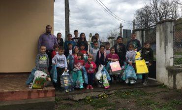"""FOTO: Daruri pentru copiii de la Centrul de zi """"Sfântul Ierarh Nectarie"""" din Vama Seacă în preajma Sărbătorilor de Paşti"""