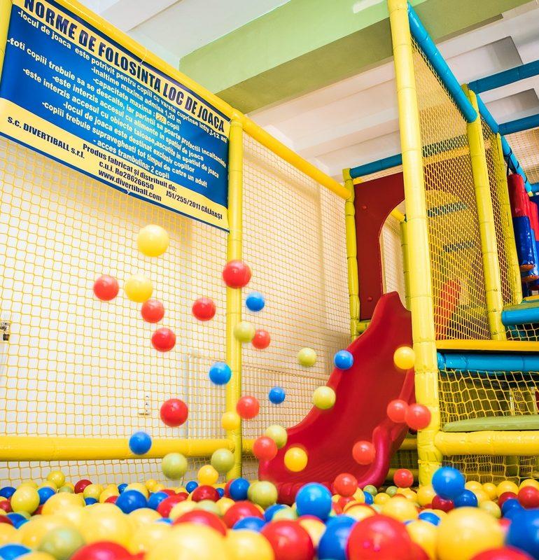 Vineri va fi inaugurat un nou loc de joacă în Alba Iulia! Buburuza House vă așteaptă