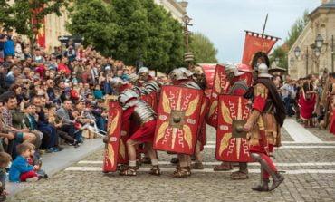 FOTO: Garda Apulum a dat startul spectacolelor de reconstituire antică în Cetatea Alba Carolina