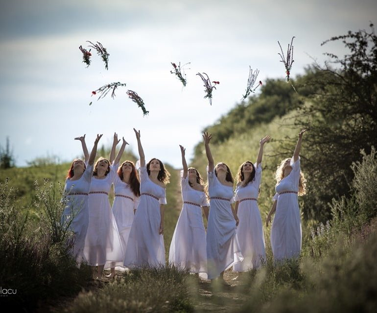"""FOTO: Cu și despre """"Magna Nemesis"""", tinerele care dansează fermecător și fac cunoscută istoria antică a României"""