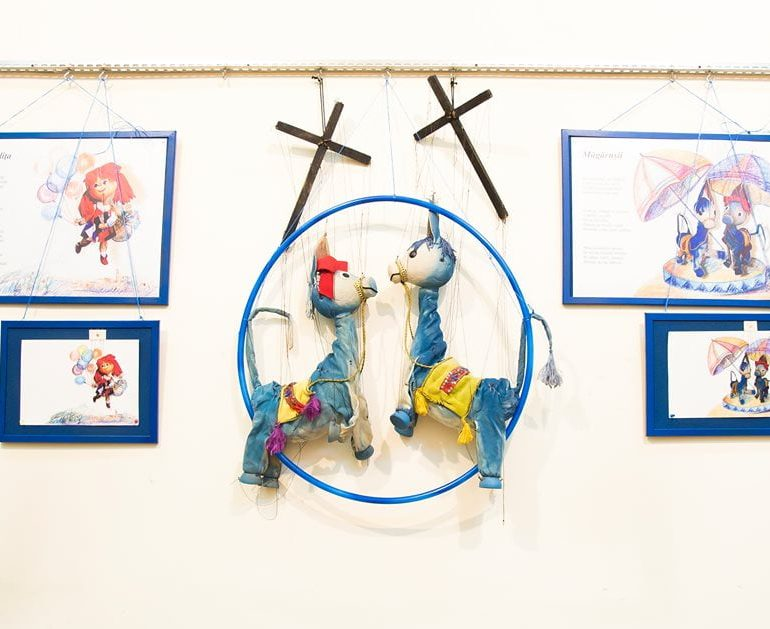 """FOTO-VIDEO: """"…despre marionete care au mici secrete!"""", expoziție vernisată în cadrul Festivalului Internațional de Teatru """"Povești"""""""