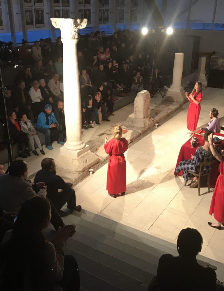 """FOTO-VIDEO: A început Festivalul Internațional de Teatru de Tineret Apollo. Patru zile de """"FOC"""" la Alba Iulia"""
