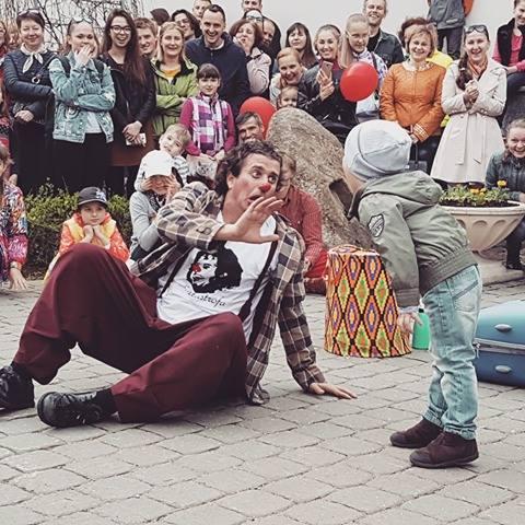 """Teatru la superlativ în cadrul Festivalului Internațional de Teatru de Tineret """"Apollo"""". Programul pentru ziua de sâmbătă"""