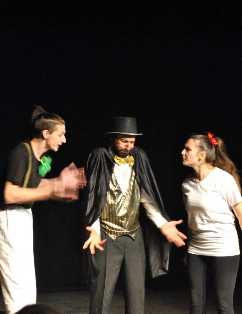 Teatrul cu Skepsis apreciat internaţional –  Skepsis reprezintă Alba Iulia la două festivaluri internaţionale dedicate promovării teatrului de tineret!