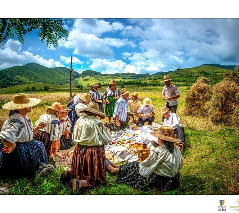 FOTO: CUNUNA GRÂULUI – obiceiul secerișului la Izvoarele, comuna Livezile