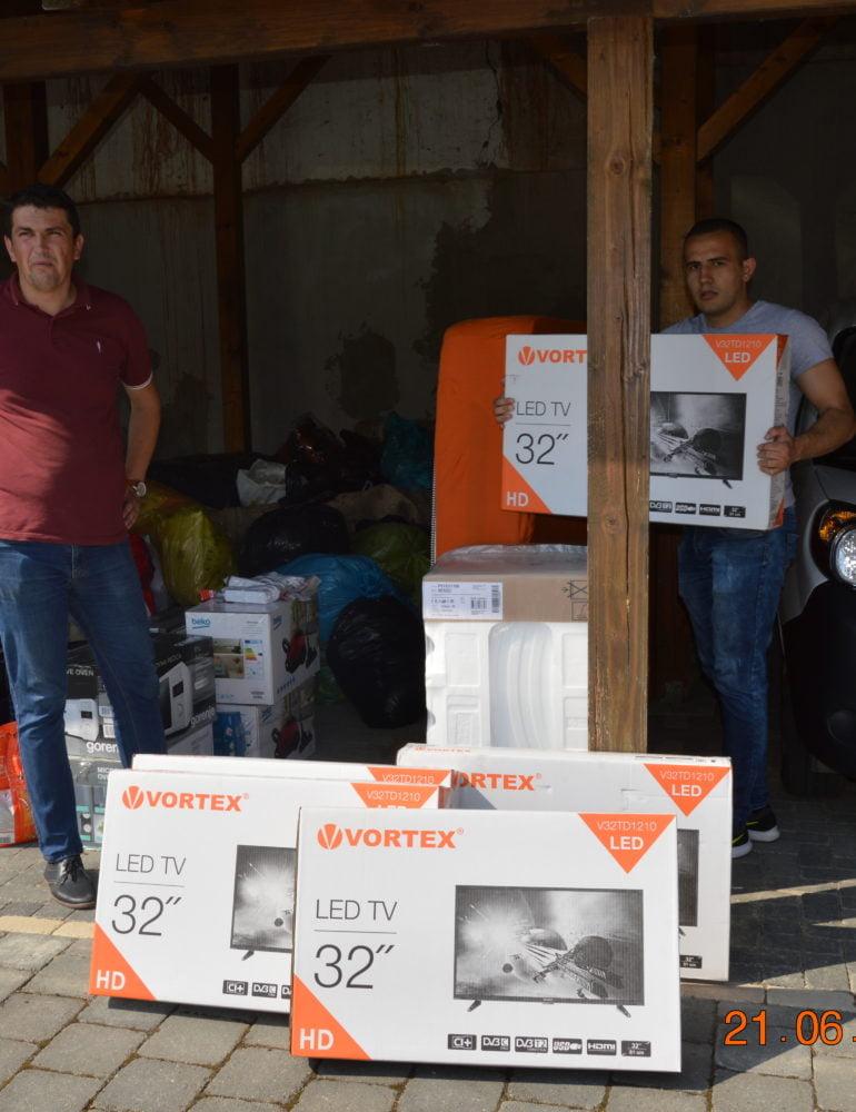FOTO: Comunitatea din Ciugud a ajutat familiile afectate de inundații din Răchita și Pianu