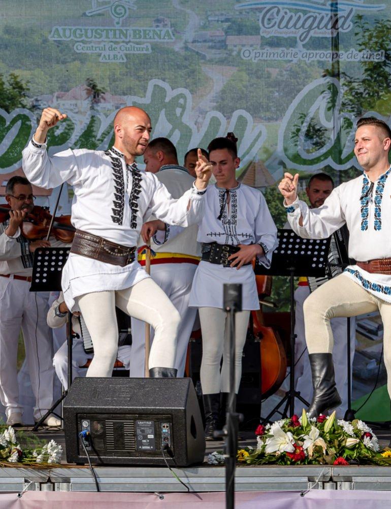 """FOTO: Festivalul – concurs de tradiții și obiceiuri """"Cultură pentru Cultură"""": Comuna Stremț a câștigat marele premiu """"Ansamblul de dansuri tradiționale al județului Alba în 2019"""""""