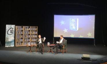 FOTO-VIDEO: Președintele Klaus Iohannis și-a lansat noua carte la Alba Iulia