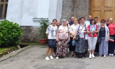 FOTO: Persoanele cu dizabilităţi din Alba Iulia, la mănăstiri din județele Gorj și Mehedinți, într-un pelerinaj organizat din donaţiile cetăţenilor și firmelor