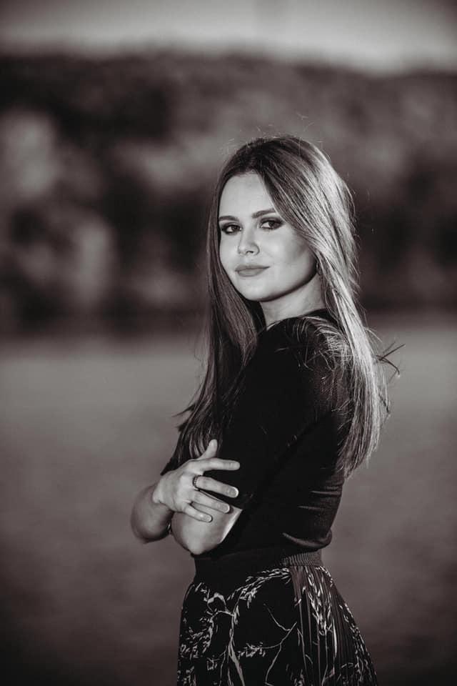 """Lorena Laura Călin, eleva din Aiud care a obținut media 10 la examenul de Bacalaureat: """"Subiectele au fost accesibile, dar a fost necesară și multă pregătire"""""""