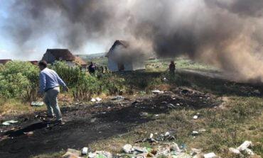 FOTO: Acțiune de amploare pentru stingerea unui incendiu de vegetație la Sebeș