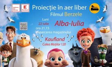"""22 iulie: Caravana Cinematografică ajunge la Alba Iulia. Animația """"Berzele"""", în parcarea magazinului Kaufland"""