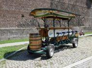 FOTO: Bicicleta cu bere, noua atracție a sezonului în Cetatea Alba Carolina