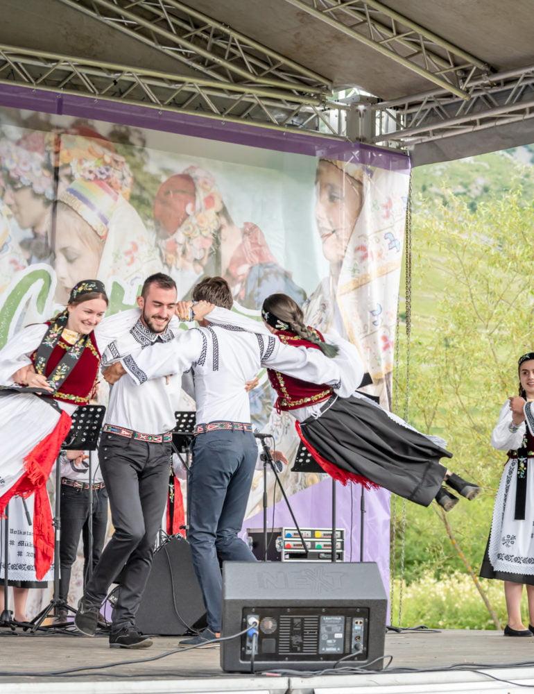 """FOTO: Festivalul – concurs """"Cultură pentru Cultură"""" – premii acordate minorităților naționale din județul Alba pentru păstrarea tradițiilor și obiceiurilor"""