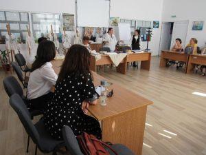 """O nouă grupă în cadrul atelierului de cusut ie pentru începători, la Centrul de Resurse """"Academia Doamnelor"""" Alba Iulia. Detalii despre înscrieri"""