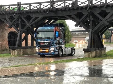 FOTO-VIDEO: Camioanele modificate, admirate de albaiulieni. A început Truck Tuning Art, la Alba Iulia