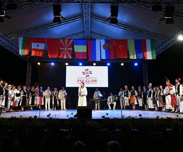 FOTO: Regal folcloric în ultima seară a Festivalului Internațional de Folclor de la Aiud