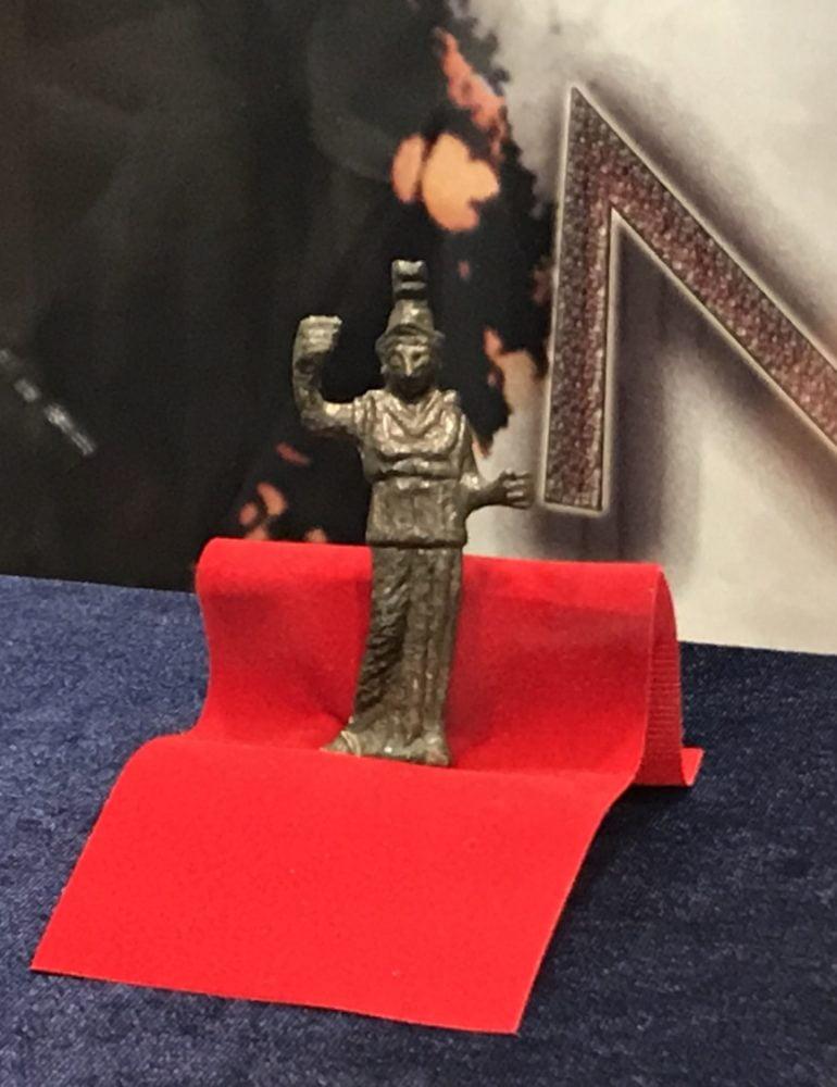 FOTO-VIDEO: Statueta de bronz a zeiţei Minerva, exponatul lunii august, la Muzeul Unirii din Alba Iulia