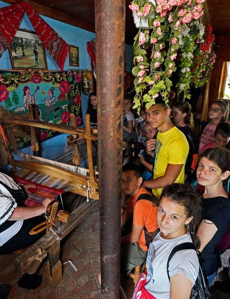 FOTO: Tabăra naţională de artă și tradiție moțească, la Arieșeni. Ateliere tematice și drumeții