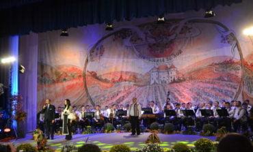 """FOTO-VIDEO: Cântec, joc și voie bună în cea de-a doua seară a Festivalului Național de Folclor """"Strugurele de Aur"""" 2019"""
