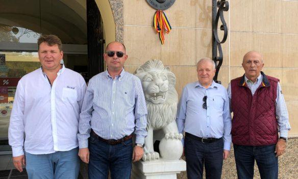 """FOTO: Societatea Cultural – Istorică """"Mihai Viteazu"""" a donat complexului Leul de Aur din Sebeș, efigia din bronz a voievodului Mihai Viteazu"""