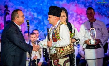 """FOTO: S-a încheiat cea de-a XIX-a ediție a Festivalului Național de Folclor """"Strugurele de Aur"""". Marele Premiu a fost câștigat și anul acesta de un solist instrumentist"""