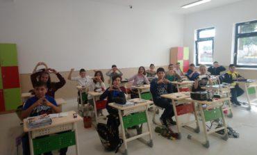 FOTO: Elevii din Ciugud învață de luni în prima școală smart din mediul rural din România