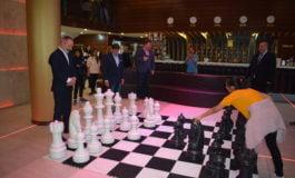FOTO-VIDEO: Openul Internaţional al României la şah a început cu numeroase surprize încă din prima rundă