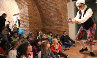 """VIDEO: Cea de-a doua ediție a """"Târgului de povești pentru copii"""" transformă, pentru trei zile, Alba Iulia în Capitala Micilor Cititori"""