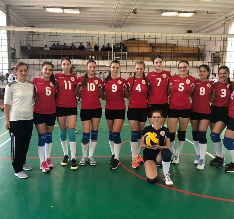 FOTO: S-a disputat prima etapă a Campionatului judeţean de volei 2019