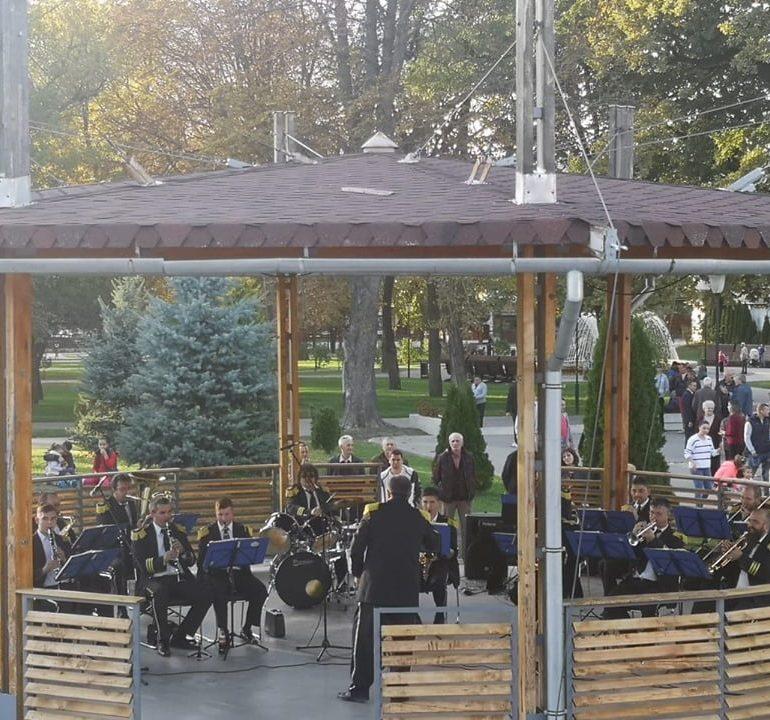 """FOTO: Muzica de fanfară a răsunat la sfârșitul acestei săptămâni în Parcul """"Avram Iancu"""" din municipiul Blaj"""