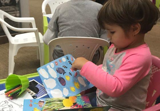 FOTO-VIDEO: S-a deschis Târgul de povești pentru copii de la Alba Iulia. Edituri de renume transformă orașul în Capitala Micilor Cititori