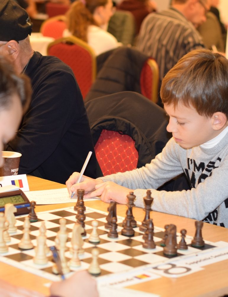 FOTO: Alexei Fedorov (Belarus) si Gevorg Harutjunyan (Armenia) au preluat conducerea în Openul Internaţional al României la şah
