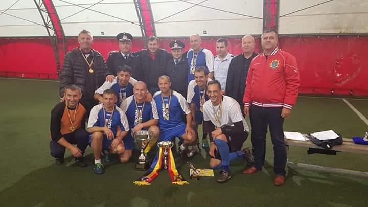 """FOTO: ISU Alba, câștigătoarea Turneului de minifotbal """"Old Boys 40+ – Cupa Asociației Sportive a Pompierilor din România"""""""