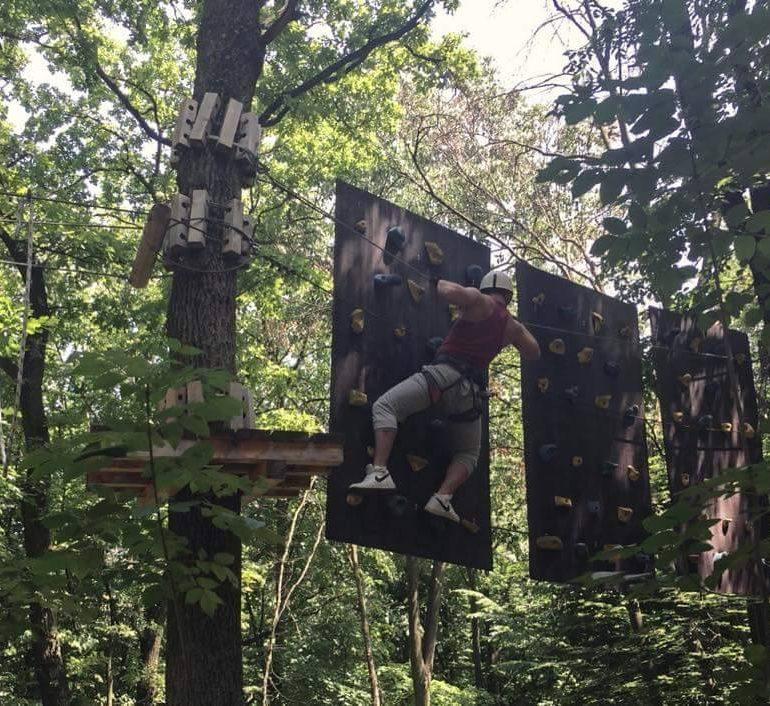 FOTO: 4200 de copii și tineri din întreaga țară și-au antrenat curajul  în Parcul de Aventură Dynamis din Alba Iulia