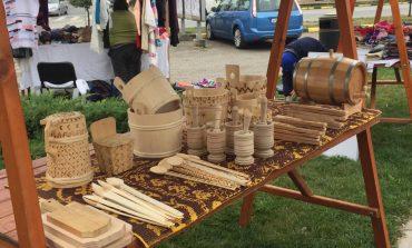 """FOTO: Târg de meșteșugari și produse tradiționale în cadrul Festivalului """"Felician Fărcașiu"""""""