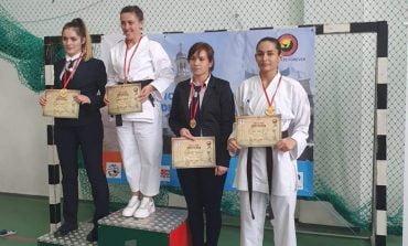 FOTO: Aur, argint şi bronz pentru elevii militari la Campionatul Naţional de Karate