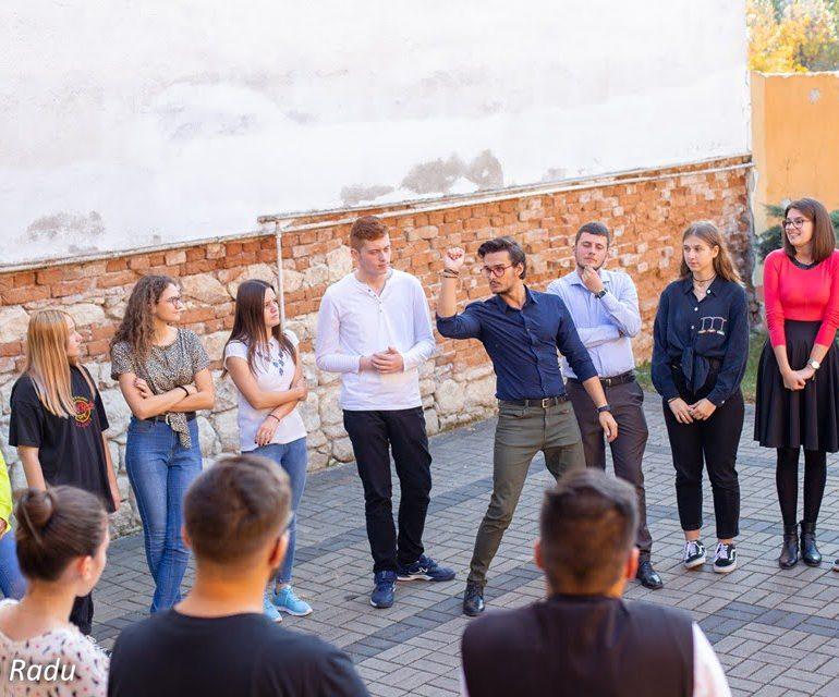Voluntar la Asociația Emanoil din Alba Iulia