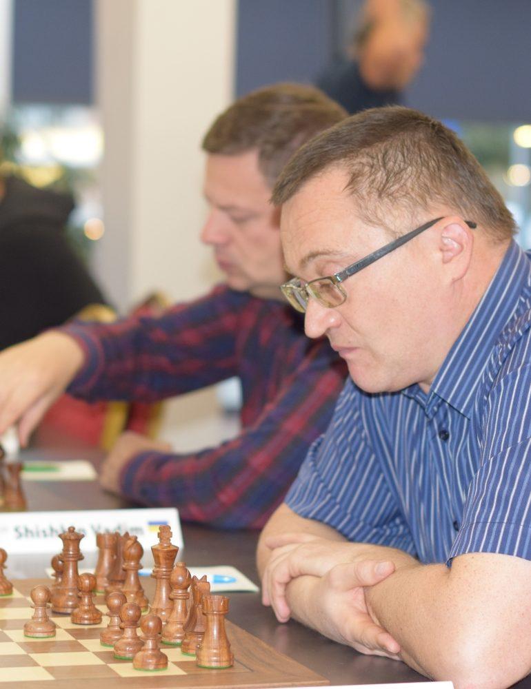 FOTO: Fedorov şi Harutjunyan îşi consolidează poziţia de lideri în Openul Internaţional al României la şah