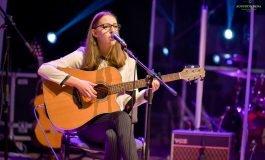"""Festivalul Național de Muzică Folk """"Ziua de Mâine"""": Andreea Maria Muntean, o adolescentă din Alba Iulia, câștigătoarea ediției din acest an a festivalului"""