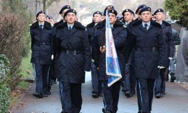 Peste 100 de elevi militari participă la Parada Națională Militară de la Bucureşti şi la defilarea cu tehnică şi trupe de la Alba Iulia