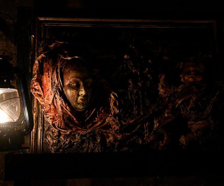 FOTO: Transylvanian Night/Noaptea transilvană, expoziția de artă semnată de Ștefan Balog la Muzeul Castelul Corvinilor din Hunedoara