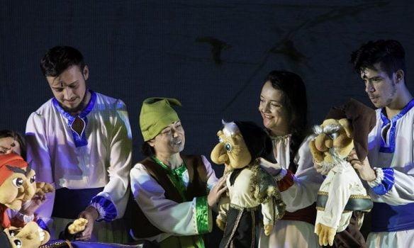 """29 ianuarie: Spectacolul """"Sânziana și Pepelea"""", pus în scenă de Teatrul de Păpuși """"Prichindel"""", la Sebeș"""