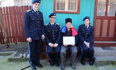 Veteranul de război Gheorghe Tamaș din Daia Română și-a aniversat ziua de naștere alături de elevi militari, cadre militare și oficialități