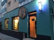 """În vizită la Padre`s Barber Shop, frizerie """"ca afară"""" în Alba Iulia"""