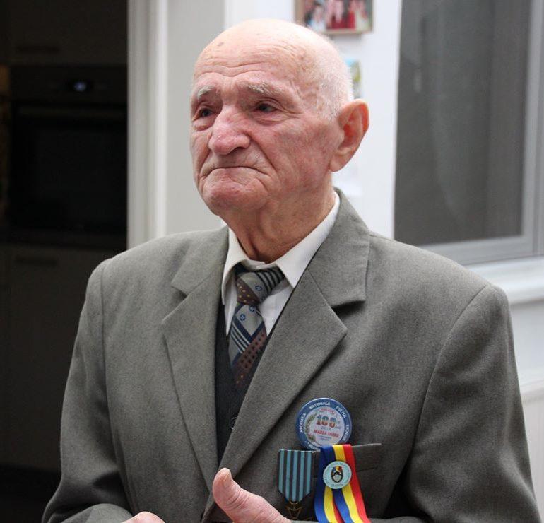Veteranul de război Laurean Deac, aniversat la 98 de ani de către elevii militari