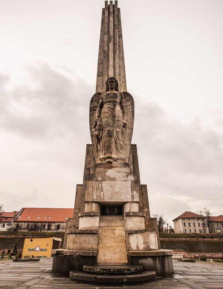Obeliscul lui Horea, Cloșca și Crișan și-a recăpătat demnitatea și solemnitatea