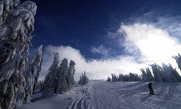 Sezonul de schi continuă cu succes la Domeniul Schiabil Șureanu, la final de iarnă calendaristică